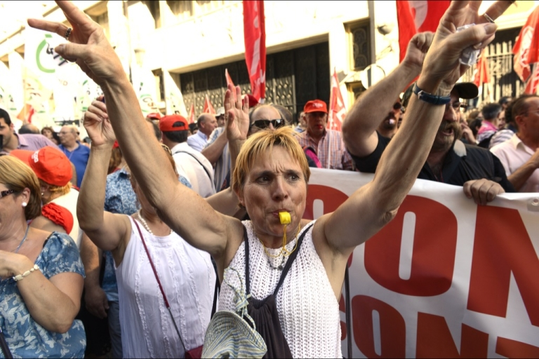 <p>Protesters in Spain. Despite their anger, there's still no will for a comprehensive solution to the euro crisis.</p>