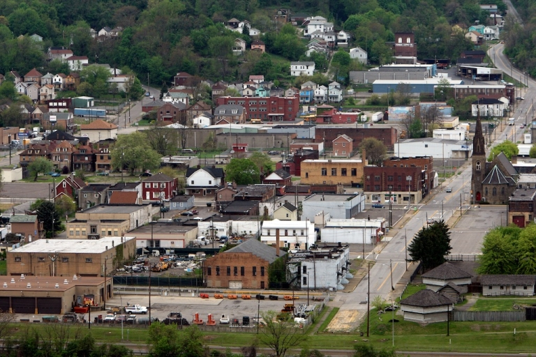 <p>STEUBENVILLE, OH - MAY 05: The town of Steubenville sits near the Ohio River on May 5, 2009. The small steel town is divided over an alleged rape involving high school football players.</p>