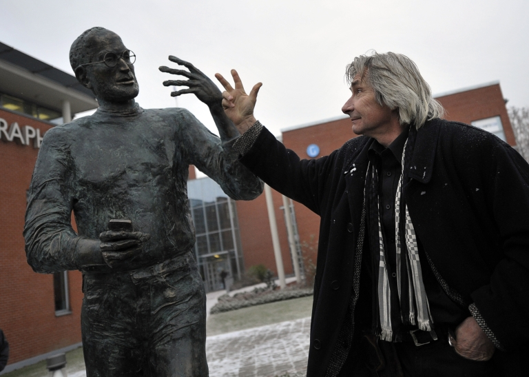 <p>Hungarian sculptor Erno Toth (R) gestures next to his statue of the late co-founder of Apple, Steve Jobs, at the Graphisoft Park in the third district of Budapest on Dec. 21, 2011.</p>
