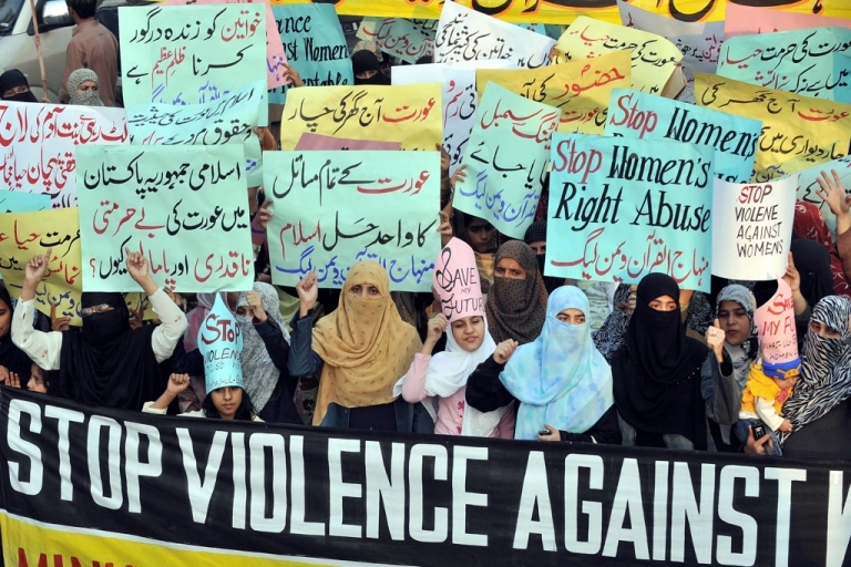 <p>Supporters of Tehrik-e-Minhaj ul Quran, an Islamic Organisation protest against 'honour killings' of women in Lahore on November 21, 2008. Human rights lawyer Zia Awan said that more than 62,000 cases of women abused in Pakistan since the year 2000 and 159 women died in honour killings in the year to September 30.</p>