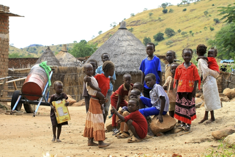 <p>Sudanese children gather outside huts in Kadugli in the tense border region of South Kordofan where fighting erupted in June between government forces and ex-rebels with strong ties to South Sudan, on October 21, 2011.</p>