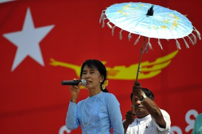 <p>Opposition leader Aung San Suu Kyi delivers a speech during an electoral campaign rally in Sagaing, Burma on March 4, 2012.</p>