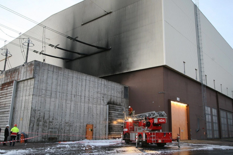 <p>A file photo taken on November 14, 2006 shows a fire engine parked outside the Ringhals 3 reactor in southwestern Sweden.</p>