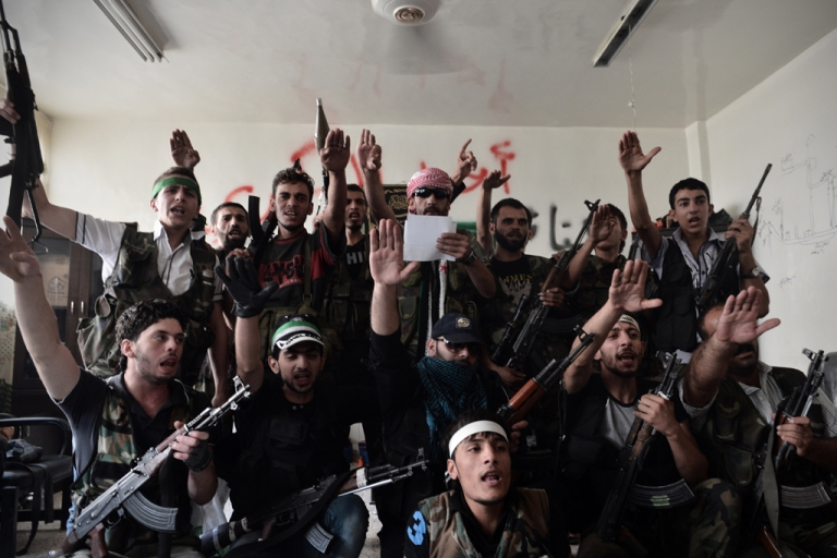 <p>Syrian opposition fighters swear for the liberation of Syria at an undisclosed location in the northern city of Aleppo on August 29, 2012. The battle for Aleppo, Syria's second largest city, has lasted for over a month, with the government forces unable to dislodge the rebels.</p>