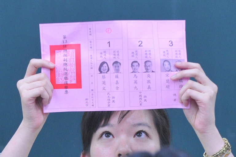 <p>A election worker counts the ballots for presidential candidates in Taipei on Jan. 14, 2012.</p>