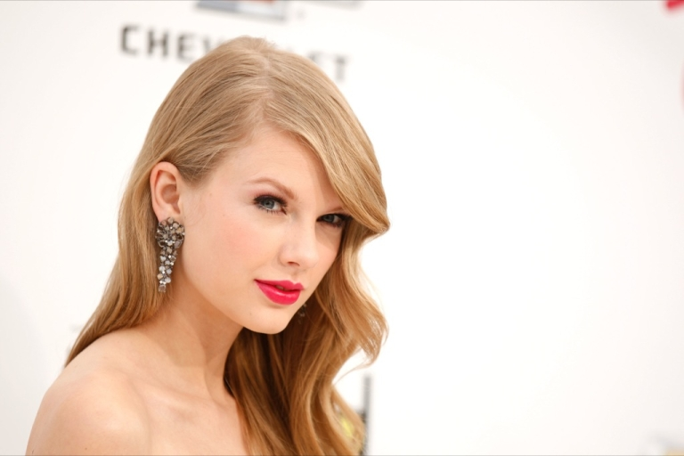<p>Taylor Swift, who is dating Robert F. Kennedy Jr.'s son Conor, 18, has bought a house in Cape Cod.</p>