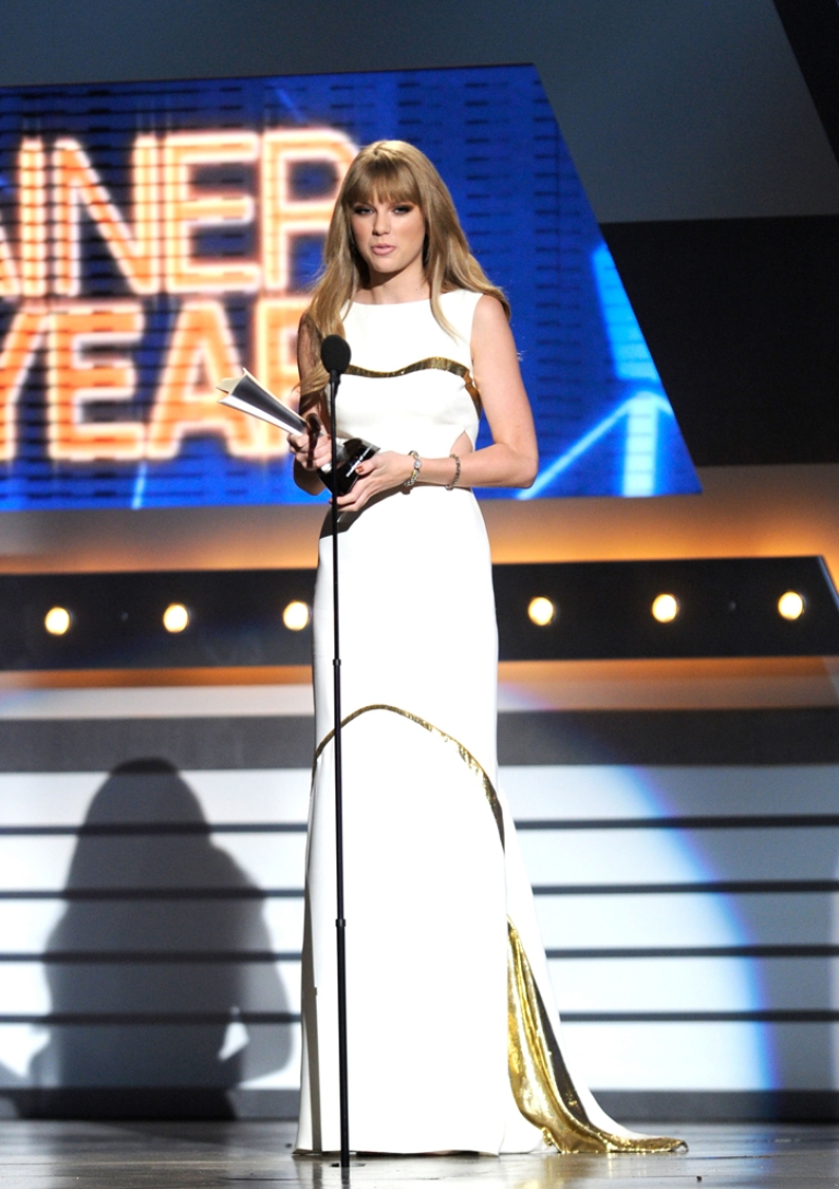 <p>Singer Taylor Swift accepts the Entertainer Of The Year Award onstage at the 47th Annual Academy Of Country Music Awards held at the MGM Grand Garden Arena on April 1, 2012 in Las Vegas, Nevada.</p>