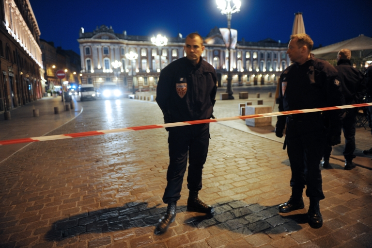 <p>Police guard a security perimeter on Friday around the Place du Capitole in Toulouse after its evacuation over a suspect package.</p>