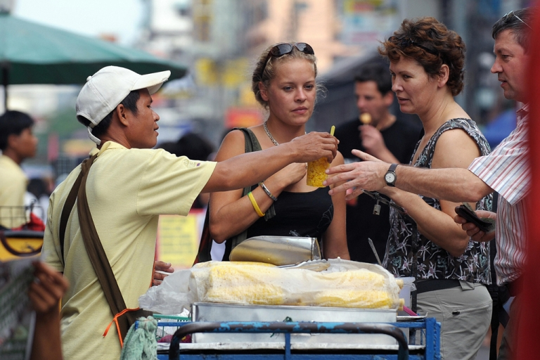 <p>In this picture taken on November 11, 2008, foreign tourists buy a corn snack from a food vendor at Khao San Road, one of Bangkok's main tourist hub.       AFP PHOTO/Christophe ARCHAMBAULT</p>