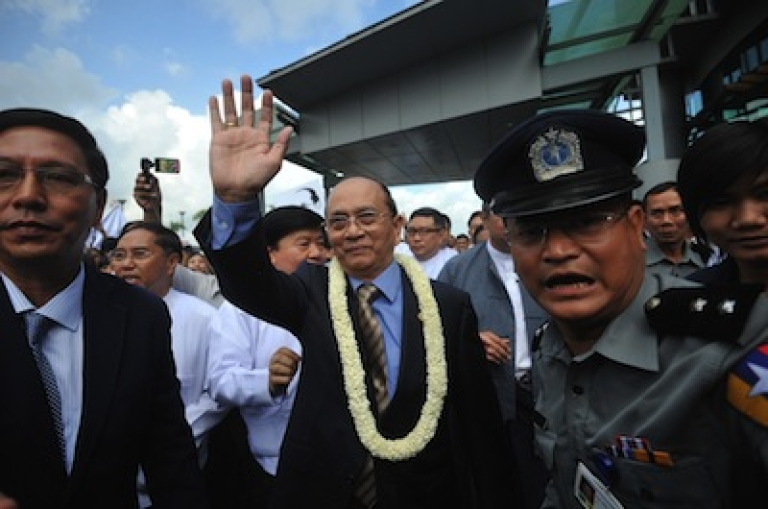 <p>Myanmar president Thein Sein (center) greets supporters as he arrives at Yangon International Airport upon his return from a landmark tour of the US on October 1, 2012.</p>