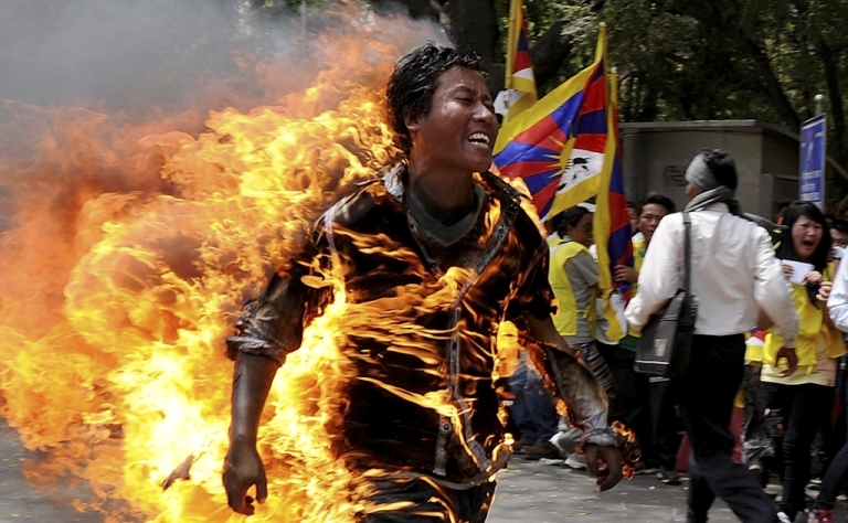 <p>Tibetan exile Jampa Yeshi runs as he is engulfed in flames after he set himself on fire during a protest in New Delhi on March 26, 2012.  A Tibetan exile set himself on fire on Monday during a rally in New Delhi to protest against an upcoming visit to India by Chinese President Hu Jintao, police said.</p>