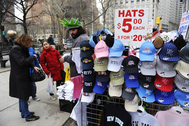 <p>A Times Square street vendor who alerted the cops to a car bomb in 2010 will run for Congress.</p>