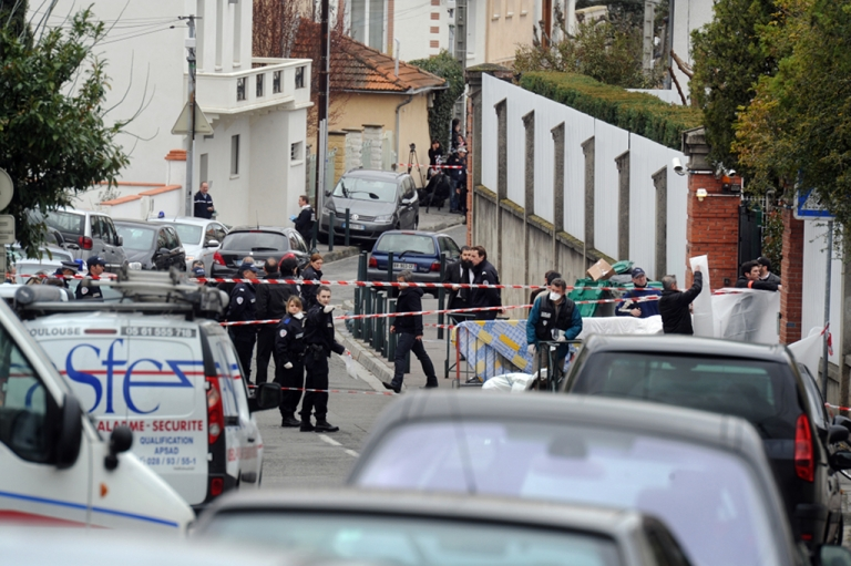 <p>Policemen are at work near the 'Ozar Hatorah' Jewish school, on March 19, 2012 in Toulouse, southwestern France, where four people (three of them children), were killed when a gunman opened fire. This is the third gun attack in a week by a man who fled on a motorbike.</p>