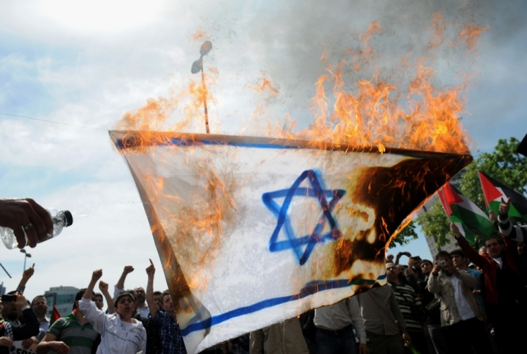 <p>Protestors burn an Israeli flag as they chant anti-Israel slogans during a demonstration in front of the Israeli consulate on May 15, 2011 in Istanbul.</p>