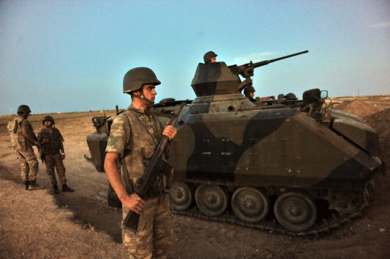 <p>Turkish soldiers stand guard in Akcakale by the Turkish-Syria border on Oct, 4, 2012.</p>