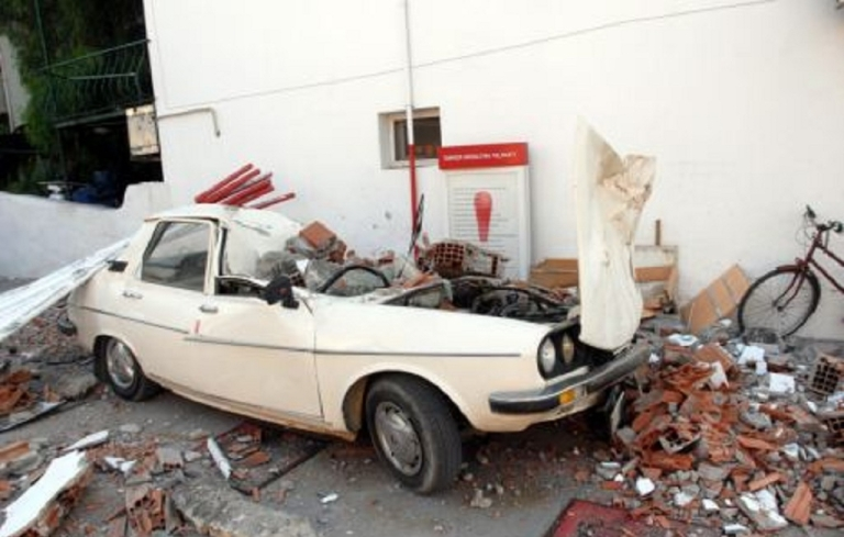 <p>A car in the southern Turkish city of Mugla that was damaged by Sunday's earthquake.</p>