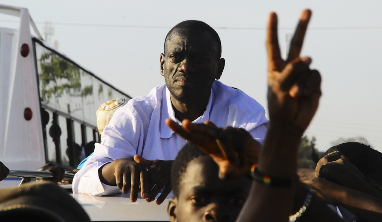 <p>Opposition leader, doctor, and ex-army colonel Kizza Besigye is mobbed by his supporters in Gayaza, about 25 km away from the capital Kampala, during an