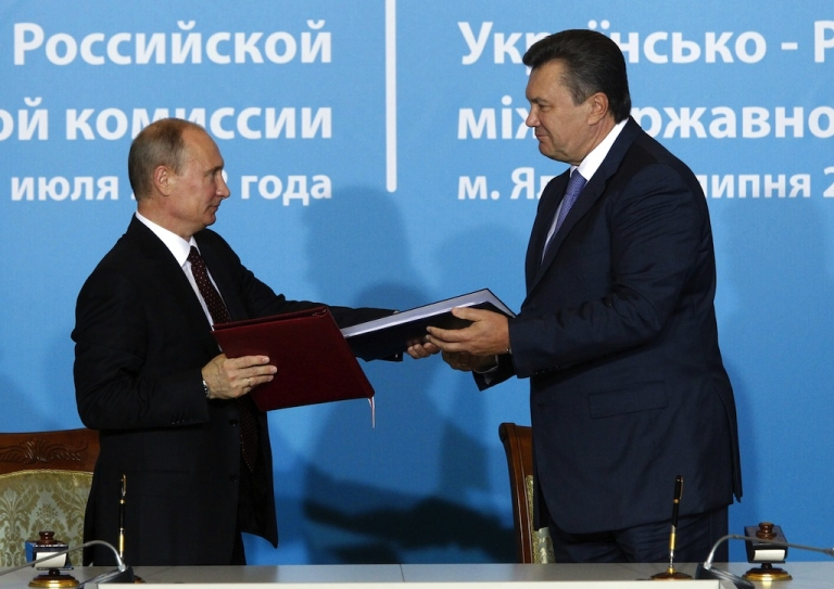 <p>Russia's President Vladimir Putin (L) and Ukrainian President Viktor Yanukovich take part in a documents signing ceremony after a session of the Ukrainian-Russian state commission in the Livadia Palace, just outside Yalta, in the Crimean Peninsula, Ukraine, on July 12, 2012.</p>