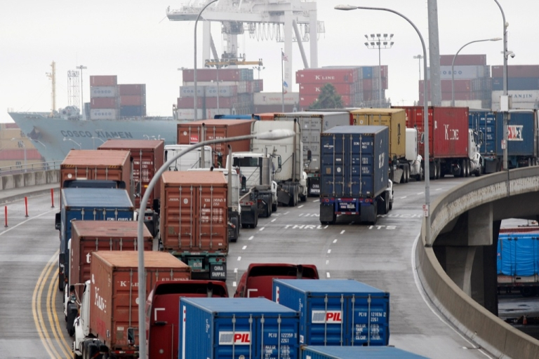<p>The US trade deficit widened in October as exports slumped according to data published on December 11, 2012, indicating that the slowdown in global demand may impact US economic growth.</p>