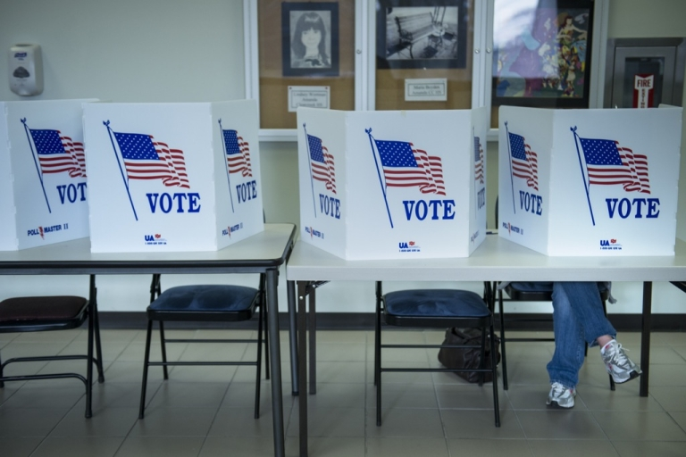 <p>A citizen votes on a paper ballot during the final day of early voting at the Lancaster Board of Elections November 5, 2012 in Lancaster, Ohio. Ohio, a battleground state which no Republican has won the US Presidency without its electoral votes, is closely contested between US President Barack Obama and Mitt Romney.</p>