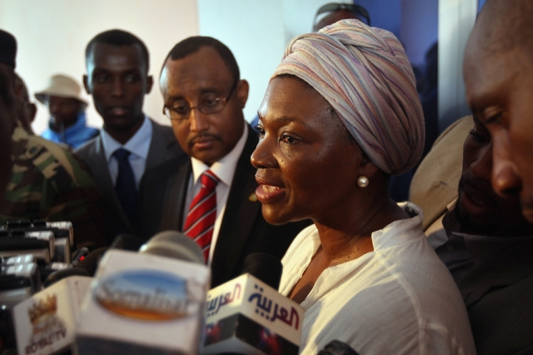 <p>UN Under-Secretary-General for Humanitarian Affairs Valerie Amos (R) gives a joint press conference with Somali Prime Minister Abdiweli Mohamed Ali (C), during her official visit on August 13, 2011 in Mogadishu, Somalia. The head of UN disaster relief heads to Syria and Lebanon Tuesday.</p>