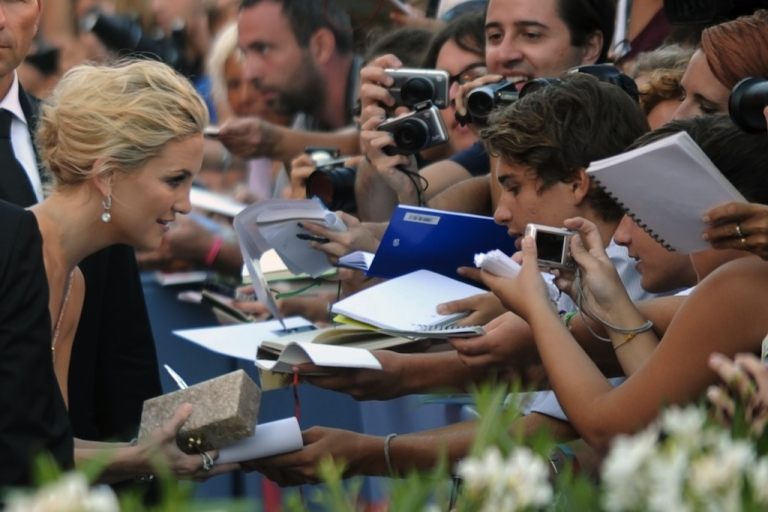 <p>Actress Kate Hudson signs autographs upon arrival for the opening ceremony of the 69th Venice film festival on August 29, 2012 at Venice Lido. 'The reluctant fundamentalist' by Indian film director Mira Nair will open the 69th Venice film festival, the cinema mostra.</p>