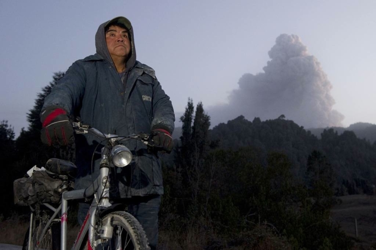 <p>A Chilean man stands by to watch a cloud of ash from the Puyehue volcano near Osorno, 870 km south of Santiago, Chile.</p>