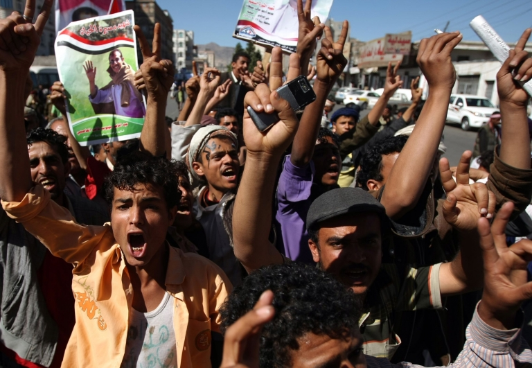 <p>Anti-regime demonstrators rally in Sanaa against the law of immunity approved yesterday by Yemen's parliament.</p>