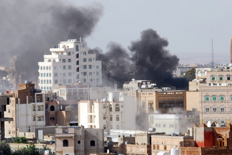 <p>Smoke billows as fighting rages in Sanaa on May 24, 2011.</p>
