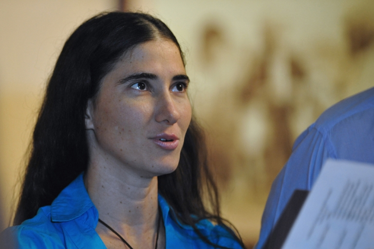 <p>File picture of Cuban dissident blogger Yoani Sanchez talking with a member of former US President Jimmy Carter's staff (not depicted) at the hotel in Havana where Carter is staying in, on March 30, 2011.</p>