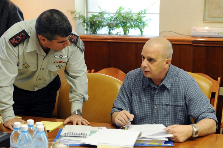 <p>Former Shin Bet security chief Yuval Diskin, right, speaks to Chief of Staff Lt. Gen. Gabi Ashkenazi during a special cabinet meeting at the Prime Minister's office March 17, 2009 in Jerusalem.</p>